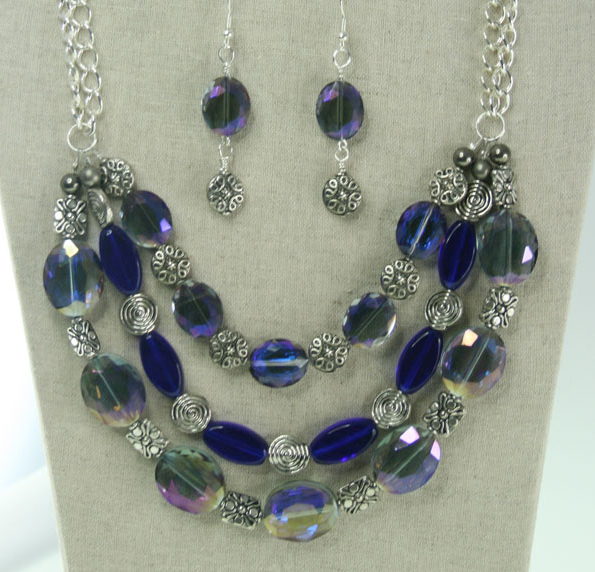 blue_sivler_sparkle_necklace2_x